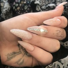 stiletto nails designs Manicure trend winter 2018 Nail nail polish and silver glitter and Nails Gelngel Glam Nails, Pink Nails, Classy Nails, Orange Nails, Manicure Rose, Glitter Manicure, Nude Nails With Glitter, Glitter Lips, Stiletto Nail Art