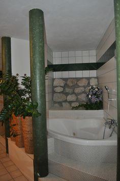 Unser Whirlpool - herrlich nach dem Skifahren oder Wandern Alcove, Bathtub, Bathroom, Small Hotels, Ski, Hiking, Standing Bath, Washroom, Bathtubs