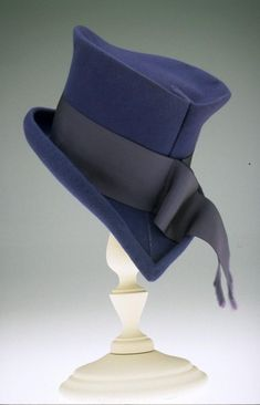 A sophisticatedly wonderful Walter Florell top hat from the Very Mad Hatter. Look Vintage, Vintage Tops, 1940s Fashion, Vintage Fashion, Victorian Fashion, Vintage Accessories, Fashion Accessories, Trend Fashion, Beanies