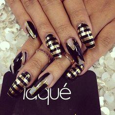 Black & gold stripe nailart #nailart #nails #black #gold #stripe