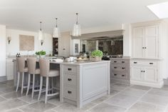 A cook's kitchen through and through, this modern country farmhouse kitchen was designed for relaxed entertaining on a large-scale for friends staying for the weekend, but also for everyday kitchen suppers with the family. Country Kitchen Farmhouse, Country Kitchen Designs, Modern Farmhouse Kitchens, Modern Kitchen Design, Kitchen Redo, New Kitchen, Kitchen Remodel, Kitchen Ideas, Kitchen Inspiration