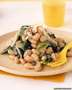 Tired of your kids not eating greens? Try mixing escarole with tender cannellini beans for an enticing side dish. You can substitute kale for the escarole. Spinach Recipes, Vegetable Recipes, Vegetarian Recipes, Healthy Recipes, Vegetarian Lifestyle, Yummy Recipes, Veggie Side Dishes, Vegetable Sides, Whole Food Recipes