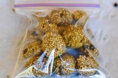 Quinoa Protein Nibbles [freezer friendly, gluten free, vegan] via green plate rule #healthy