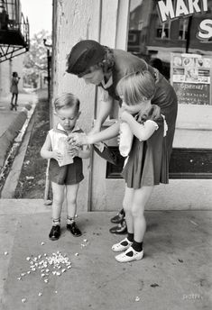 """October 1938. """"Mother and children with popcorn, National Rice Festival, Crowley, Louisiana."""""""