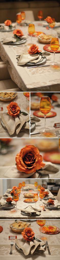 Harmonizar cores na mesa é essencial. Nessa, o laranja e bege ficaram ótimos, dando um toque elegante!