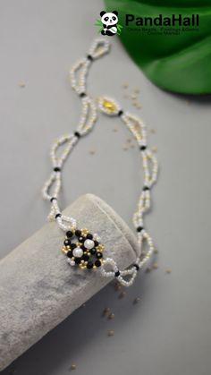 How to make a handmade mushroom necklace? - New Day New Diy! Bead Embroidery Tutorial, Bead Embroidery Jewelry, Beaded Jewelry Patterns, Diy Jewelry Projects, Diy Jewelry Tutorials, Earring Tutorial, Bracelet Tutorial, Bijoux Diy, Bead Jewellery