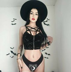 Gothic Models, Season Of The Witch, Brim Hat, Art Model, Gothic Girls, Rock Style, Steampunk Fashion, Pin Up, Instagram