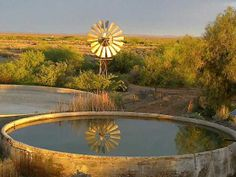 Karoo, Windpomp, Dam, Plaaslewe in Suid-Afrika! Farm Paintings, African Art Paintings, Old Windmills, Farm Photo, Country Landscaping, Old Farm Houses, Out Of Africa, Water Tower, Vintage Country