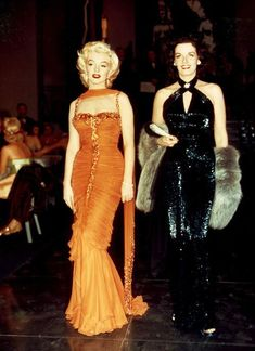 The 1953 musical comedy Gentlemen Prefer Blondes, starring Marilyn Monroe and Jane Russell, screened at the Auckland Film Festival a few years ago, so I took my mum and daughter along to watch it … Glamour Vintage, Glamour Hollywoodien, Robes Glamour, Vintage Fur, Fashion Glamour, Style Marilyn Monroe, Marilyn Monroe Photos, Marilyn Monroe Outfits, Marilyn Monroe Costume