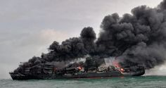 Las autoridades de Sri Lanka intentan evitar un posible desastre medioambiental que un buque portacontenedores que transporta productos químicos va a provocar con su incendio y previsible hundimiento frente al principal puerto del país. El MV X-Press Pearl, con bandera de Singapur, comenzó a hundirse el miércoles, un día después de que las autoridades extinguieran […] #Lukor #ÁcidoNítrico, #Ceilán, #Colombo, #MVXPressPearl, #Nurdles, #Singapur, #SriLanka Sri Lanka, Beach Pollution, Indian Coast Guard, Marine Environment, Tug Boats, Navy Ships, Day Off, The Locals, Catching Fire