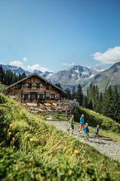 Grenzenlose Naturvielfalt, regionale Kulinarik und abwechslungsreiche Tage geniessen? Inspiration holen und den Sommer auf einen zukommen lassen. 🌞 Attraction, Mountains, Nature, Budget, Travel, Events, Inspiration, Bike Trails, Hiking Trails