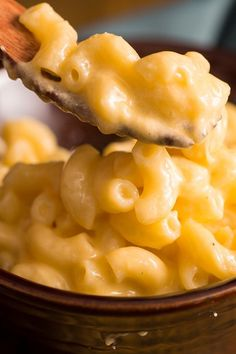 Slow cooker cheesy macaroni. Very easy and delicious 4 ingredients recipe. Yummy! #slowcooker #crockpot #cheesy #macaroni 3italian #pasta #dinner