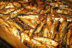 Şprot picant copt | papile mofturoase Jamie Oliver, Fish Recipes, Pork, Food And Drink, Cooking, Gardening, Drinks, Calamari, Canning