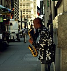 Saxophone player in the streets of New York