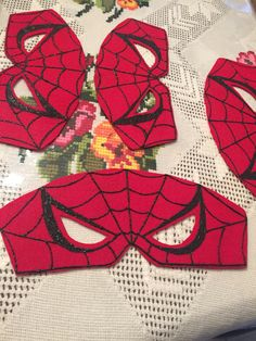 DIY Spider-Man face mask made out of felt, puffy paint and elastic band. By: Christina L. Diy Superhero Costume, Superman Costumes, Spiderman Costume, Superhero Party, Family Costumes, Diy Costumes, Halloween Costumes, Man Birthday, Birthday Party Themes