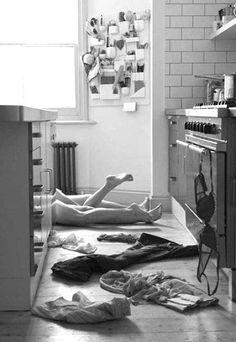 ✔ On the kitchen floor ~ Hens Night Bucket List. #hens #night