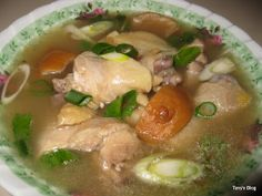 Chicken soup with preserved lime This soup is sour so be careful with the preserved lime if you don't like it sour don't put too much. Asian Recipes, Real Food Recipes, Soup Recipes, Laos Recipes, Asian Foods, Vietnamese Recipes, Thai Recipes, Healthy Recipes, Steamed Chicken