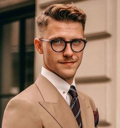 Mens Messy Hairstyles, Popular Mens Hairstyles, Short Hairstyles For Thick Hair, Undercut Hairstyles, Haircuts For Men, Men Haircut Short, Short Hairstyles For Men, Classic Mens Haircut, Wedding Hairstyles