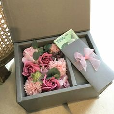 flower box Diy Flower Boxes, Flower Box Gift, My Flower, Money Flowers, Paper Flowers, Eid Stickers, Creative Money Gifts, Gift Wraping, How To Preserve Flowers