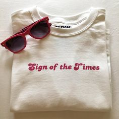 "Excited to share the latest addition to my shop: Harry Styles ""Sign of the Times"" Shirt Harry Styles Shirt, Harry Styles Clothes, Harry Styles Concert, Look Retro, Edward Styles, Diy Clothes, Vintage Outfits, Shirt Designs, Creations"