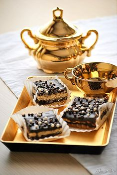 Tea for one & Chocolate dessert Death By Chocolate, I Love Chocolate, Chocolate Heaven, Chocolate Desserts, Chocolate Bars, Tea For One, My Cup Of Tea, China Tea Sets, Cupcakes