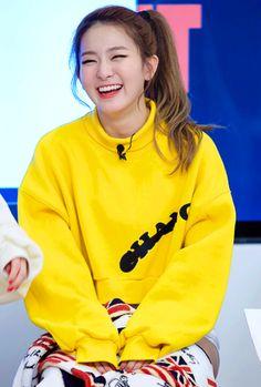 This smile is literally everything💜💛 Kpop Girl Groups, Kpop Girls, Kang Seulgi, Red Velvet Seulgi, Pretty Asian, Ulzzang Girl, South Korean Girls, Girl Crushes, My Girl