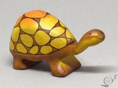 Spielzeug Schildkröte groß mit hohem Panzer von GeorgiaWoodenToys