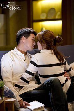 SBS Angel Eyes - Park Dong Joo (Lee Sang Yoon) & Yoon Soo Wan (Goo Hye Sun) share a poignantly tender moment.
