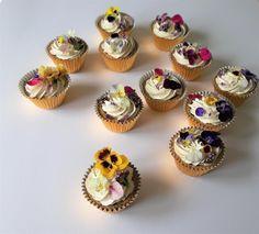 #luxurycupcakes #weddingcupcakes #cupcakes Flower Cupcakes, Wedding Cupcakes, Mini Cupcakes, Wedding Shit, Wedding Things, Wedding Day, Couture Cakes, Simple Weddings, Beautiful Cakes