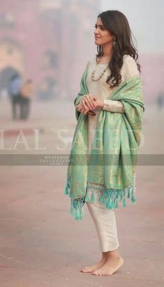 38 Trendy How To Wear Clothes Ideas Simple 38 Trendy How To Wear Clothes Ideas SimpleYou can find Indian wear and more on our Trendy How To Wear Clothes Ideas Si. Salwar Designs, Kurti Designs Party Wear, Dress Indian Style, Indian Dresses, Indian Outfits, Eid Dresses, Dresses 2016, Wedding Dresses, Pakistani Dresses Casual