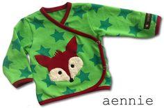 """""""Wraparound jacket"""" aus der Ottobre 5/2006 mit Fuchsapplikation u.a. aus Teddyplüsch, Bindebänder durch Druckknöpfe ersetzt"""