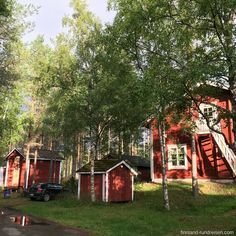 🇫🇮 💙 Finland pure – right? H 💙 Red cottages in the lush birch forest! 🌳🌳🌳🌳 An absolute dream. What do you love most about Scandinavia? F tours Europe Lappland, Gq, Birch Forest, Red Cottage, Lush, Travel Photography, Europe, Tours, Pure Products
