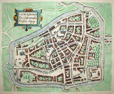 """""""LEWARDVM, Occidentalis Frisiae Opp."""". Stadsplattegrond met opstanden van gebouwen en huizen. Titel in rolwerkcartouche linksboven. Handgekleurde kopergravure, uitgegeven in 1609 door C. Claesz."""
