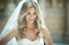 All-down-loose-waves-wedding-hairstyle-with-classic-veil.original