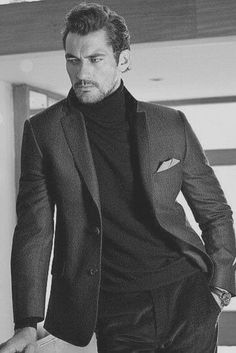 The Daily Mail shares new images of top British model David Gandy for retailer Marks & Spencer. Kicking off the holiday season in style, David is captured on a… David Gandy Style, David James Gandy, David Gandy Suit, Mode Masculine, Poses Modelo, Dolce E Gabbana, Looking Dapper, Classic Man, Holiday Fashion
