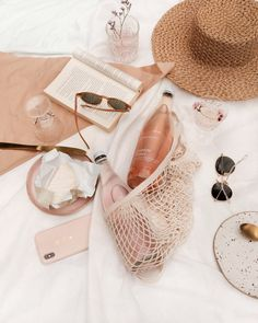 Gorgeous champagne and pink flatlay Beach Aesthetic, Summer Aesthetic, Pink Aesthetic, Aesthetic Grunge, Aesthetic Photo, Flatlay Instagram, Photo Instagram, Pink Instagram, Instagram Quotes