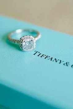 Ideas wedding rings blue jewelry for 2019 Tiffany Wedding Rings, Cool Wedding Rings, Wedding Rings Vintage, Vintage Rings, Inexpensive Engagement Rings, Unique Diamond Engagement Rings, Square Diamond Rings, Wedding Ring Cushion, Asscher Cut Diamond