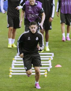 Entrenamiento del Real Madrid | James Rodríguez. James Rodriguez, Real Madrid, Uefa Super Cup, Soccer Training, Football Players, Excercise, Great Photos, Workout, Instagram Posts