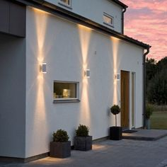 Creating a truly modern garden lighting design can add so much to your home. All types of properties can benefit from a garden lighting make.