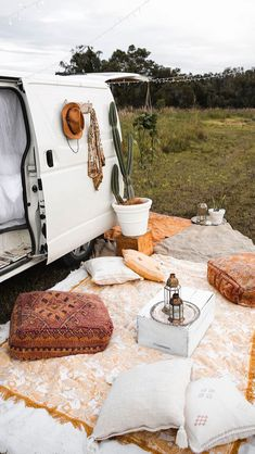 Ah, the art of glamping. Combining chic ideas with the outdoors, glamping is a way to have fun and be comfortable. Not quite camping yet not quite a s. Vw Camping, Glamping, Camping Ideas, Camping Hacks, Camping Nice, Camping Supplies, Camping Essentials, Kombi Motorhome, Campervan