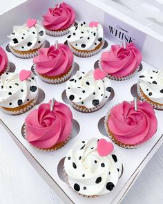 Small Cupcakes, Small Cake, Yummy Cupcakes, Decorated Cupcakes, Easy Cake Decorating, Cake Decorating Techniques, Animal Print Cupcakes, Cake Packaging, Birthday Cakes For Women