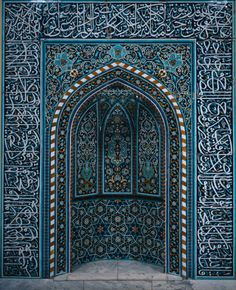 Sept. 2012: Off in search of good food, new sights and gorgeous doorways in ...Morocco