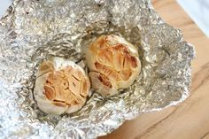 How To Roast Garlic The Easy Way | Homemade Recipes | http://homemaderecipes.com/how-to-roast-garlic/