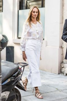 Street looks at Haute Couture Week Fall/Winter in Paris Style Désinvolte Chic, Street Style Chic, Look Chic, Style Icons, Fashion Mode, Boho Fashion, Fashion Outfits, Net Fashion, Style Fashion