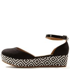 Love these sandals. And it's only 35 cm so, I could actually wear them