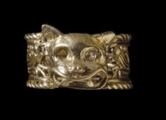 Finger ring made of cast gold with a feline head in relief. Mixtec, circa 1200-1521. (findspot Mexico)