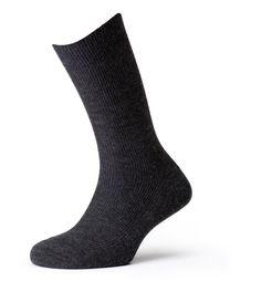 Calcetines de fibra acrílica con tacto de lana, muy cómodos, agradables y suaves al tacto. Un calcetín antialergénico, muy cálido y agradable para el día a día.