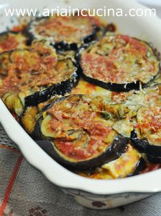 "Blog di cucina di Aria: Contorno di melanzane e zucchine alla ""parmigiana eretica"" Italian Recipes, New Recipes, Healthy Recipes, Food To Go, Food And Drink, Fruits And Veggies, Vegetables, I Chef, Just Cooking"