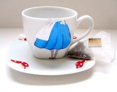 Alice in Wonderland Tea Cup #inspiration #etsy #glasspaint