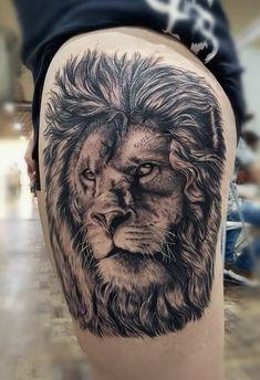 cool black & gray lion tattoo © tattoo artist Marcelinho Tattoo 💙 💙 💙 💙 💙